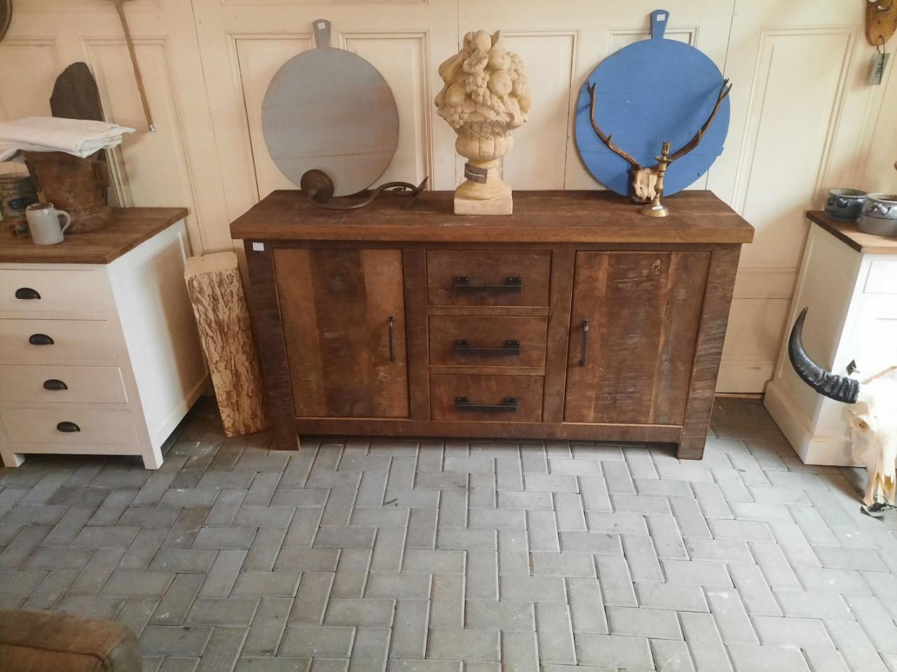 Oud eiken handgemaakt dressoir